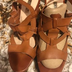 Guess wedges 6 1/2 M